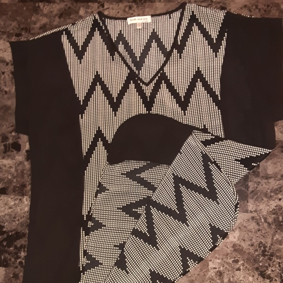 Black and White Zig Zag Faith and Joy Top